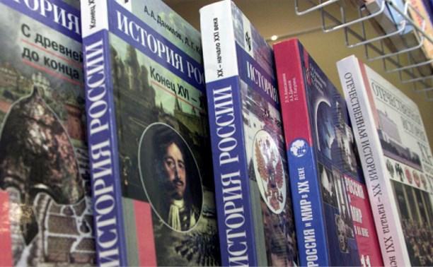 Российских школьников будут учить по единым учебникам
