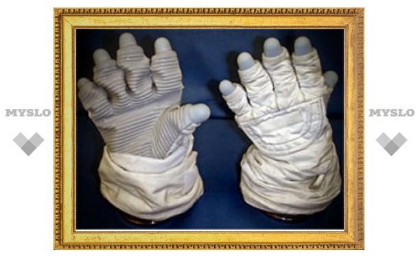 Перчатки астронавтов признали опасной одеждой