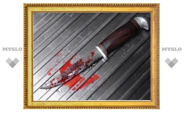 Девушка пырнула ножом охранника кафе, запрещавшего ей танцевать стриптиз