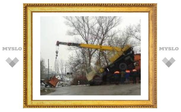 При ремонте Одоевского путепровода перевернулся кран