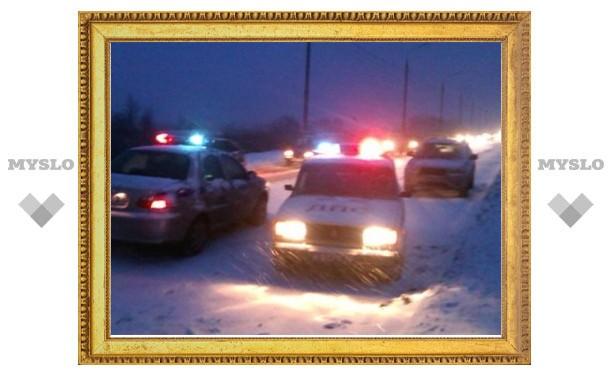 Снегопад: В Тульской области ГИБДД помогает коммунальным службам