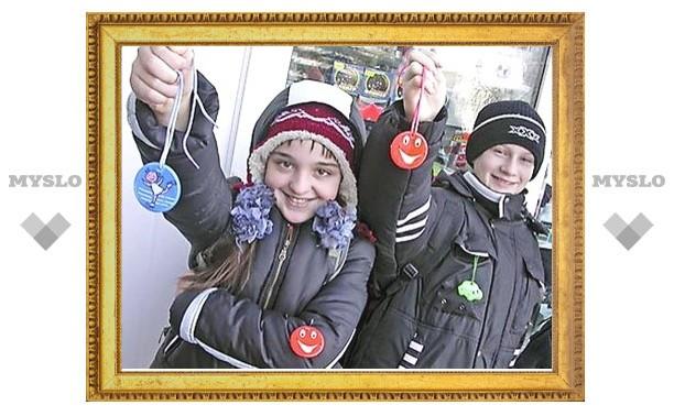 Тульским школьникам подарят фликеры