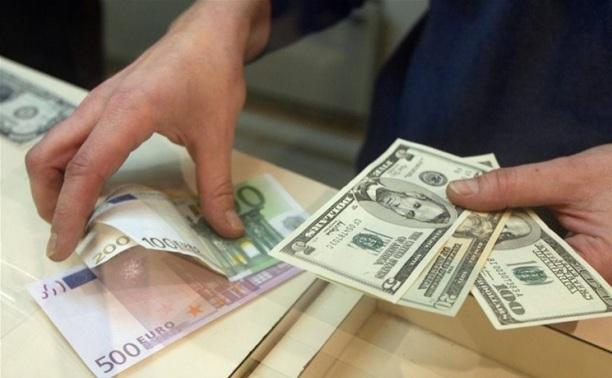 Очередь в пунктах обмена: эксперты прогнозируют сильное подорожание валюты