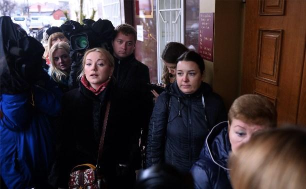 На заседание по усыновлению обгоревшего в ЦРД мальчика прибыли Ольга Будина и Ольга Синяева