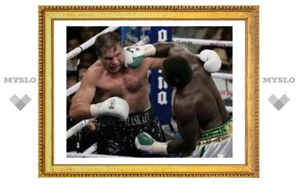 Маскаев проиграл Питеру чемпионский титул