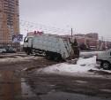 На Зеленстрое мусоровоз перекрыл движение трамваев