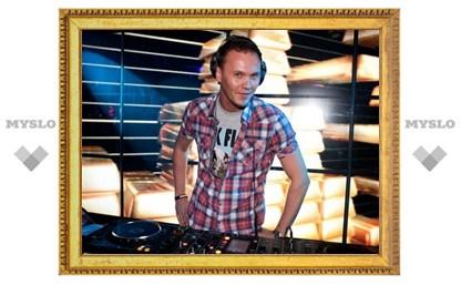 День космонавтики в тульском клубе отметили с DJ KOPERNIK