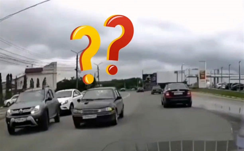 «Накажи автохама»: в каких случаях поворота лучше ждать на встречке?