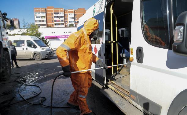 В Туле сотрудники МЧС продезинфицировали маршрутки и автобусы: фоторепортаж