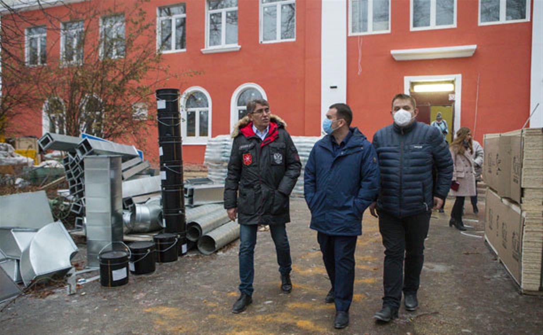 Дмитрий Миляев проверил, как идет ремонт вечерней школы на ул. Зорге