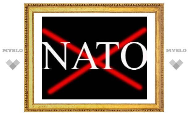 """Россия прекращает военное сотрудничество с НАТО. В США это назвали """"досадным"""""""