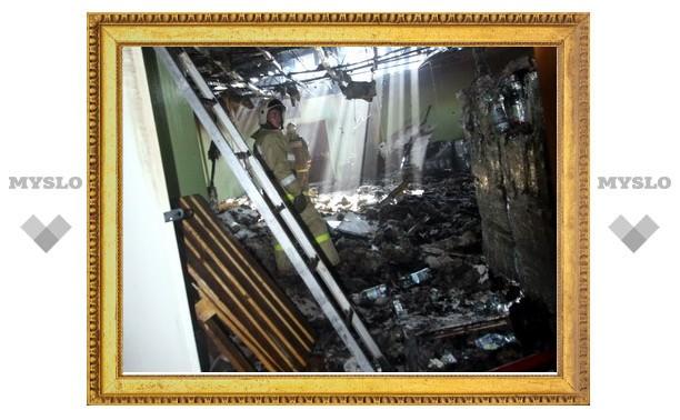 В Туле сгорел склад-магазин