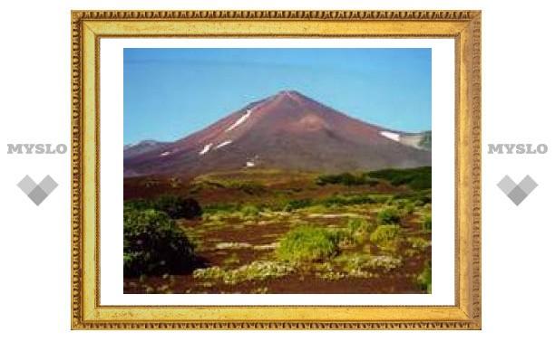 На Курилах извергается вулкан Чикурачки