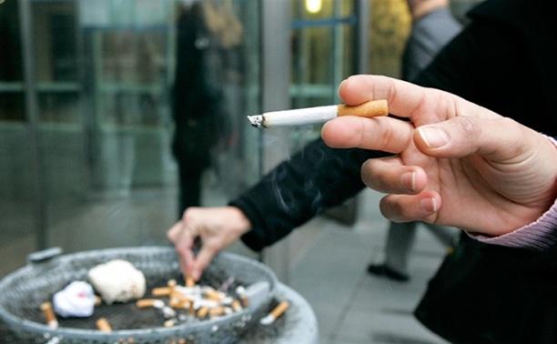 Депутаты предлагают разрешить курение в аэропортах и на вокзалах