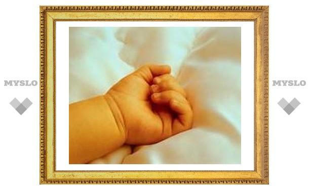 Под Екатеринбургом пьяная мать избила младенца и задушила его чепчиком
