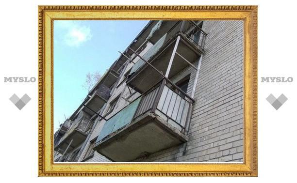 Пенсионер упал с балкона пятиэтажки