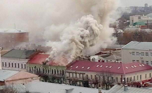В Туле на проспекте Ленина загорелся магазин «Беларусь мебель»