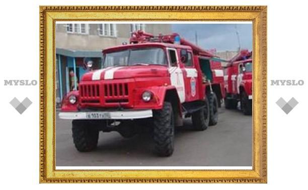 Пожарные потушили автостоянку на юге Москвы
