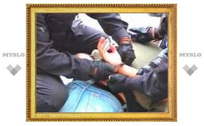 Тульский хулиган избил столичных милиционеров