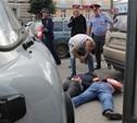 Задержанных у ТРЦ «Гостиный двор» вооруженных людей доставили в полицию