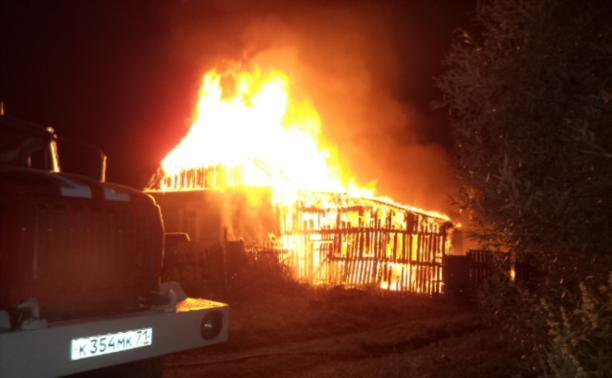 В крупном пожаре в Щекино погибла пожилая женщина