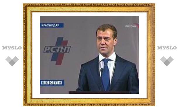 """Медведев обещал бизнесу """"агрессивную поддержку"""""""