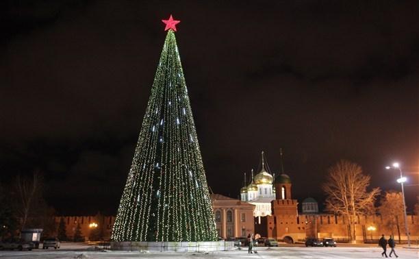 На площади Ленина начали демонтировать ёлку