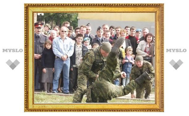 Туляков на один день превратят в солдат