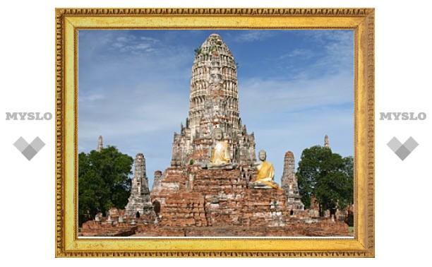 В Таиланде затопило храмовый комплекс