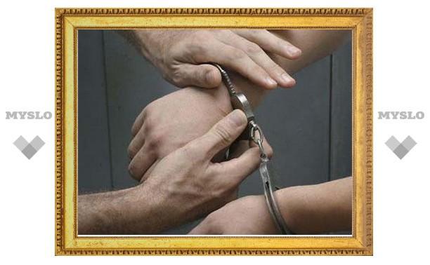 Неоднократно судимый житель Тульской области через месяц после освобождения вновь изнасиловал девушку