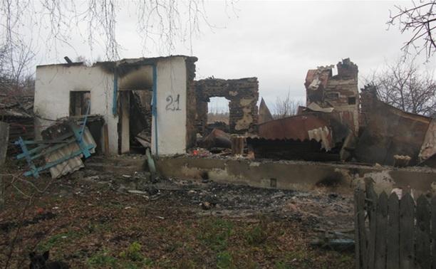 В Кимовском районе полностью сгорел деревянный дом
