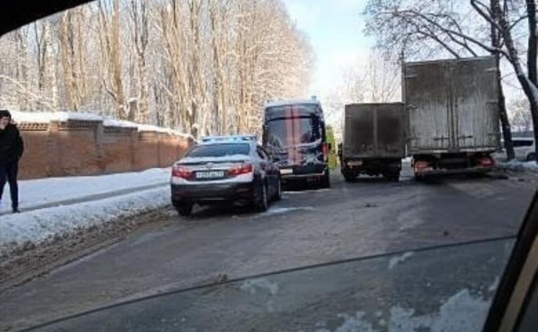 В Туле авто Следственного комитета столкнулось с реанимобилем