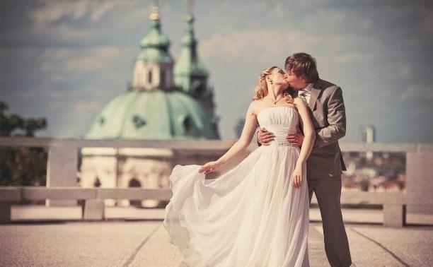 Главной причиной для вступления в брак россияне считают рождение детей