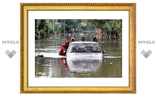 Число жертв наводнения в Индонезии достигло 85 человек. Начались эпидемии