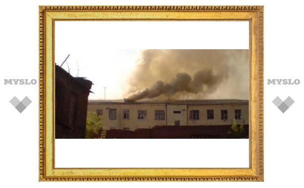 В Туле горит военная часть