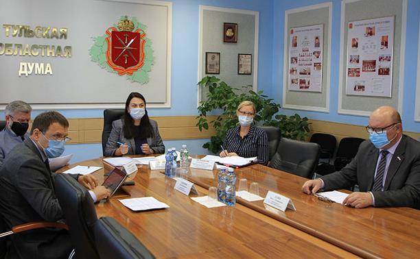 Комитет по соцполитике облдумы: государство поддерживает тех, кто на переднем крае борьбы с коронавирусом