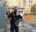 Около 30 колб с неизвестным веществом извлекли из подвала здания МФЦ в Туле