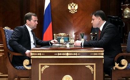 Дмитрий Медведев вручил Владимиру Груздеву медаль Столыпина II степени