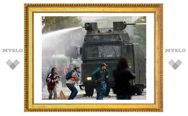 Чилийские власти задержали 475 подростков в Сантьяго