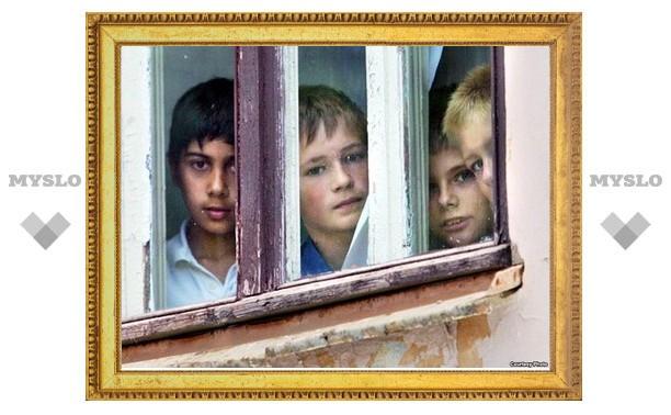298 детей-сирот в Тульской области должны получить жилье