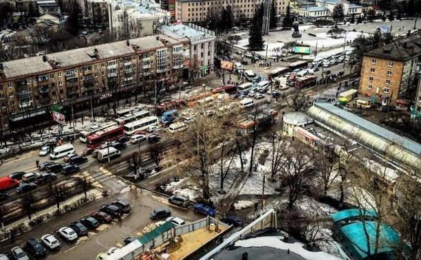 В результате ДТП на улице 9 Мая на проспекте Ленина образовалась автомобильная пробка