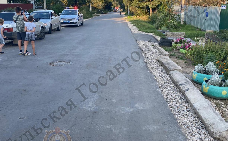 В Щекино внедорожник сбил сидевшую на бордюре девочку