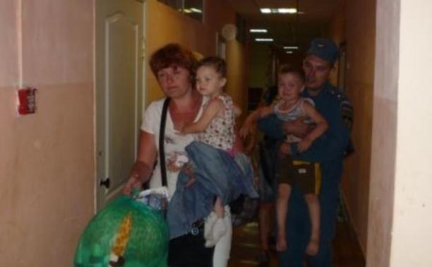 Тульские спасатели встретили украинских переселенцев в Москве