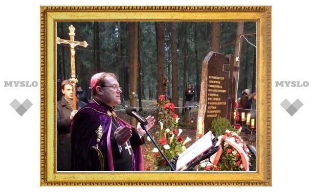 В Петербурге освящен памятник католикам - жертвам политических репрессий