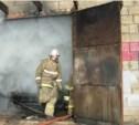 В Туле сгорел гараж с тремя автомобилями