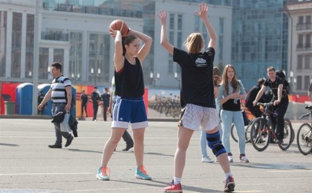 На площади Ленина открылись 9 баскетбольных площадок