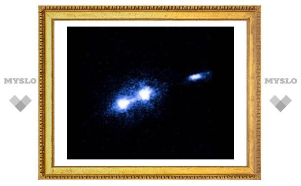 """""""Хаббл"""" сфотографировал выброс черной дыры"""