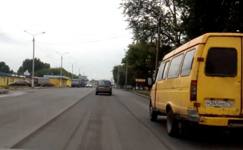 В Туле на Новомосковском шоссе сняли целую полосу нового асфальта