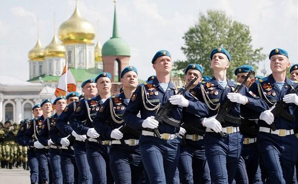 В Туле прошел парад Победы: фоторепортаж