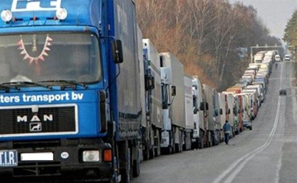 С целью сохранить дорожное полотно фурам и грузовикам вновь вводят ограничение в передвижении по трассам